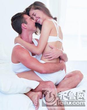 从夫妻间的 睡姿 揭秘男女间的恩爱程度